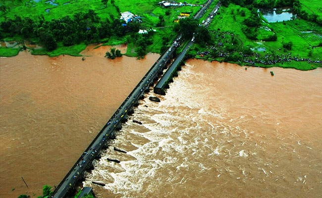 bridge-collapse-mumbai-goa_650x400_41470221533
